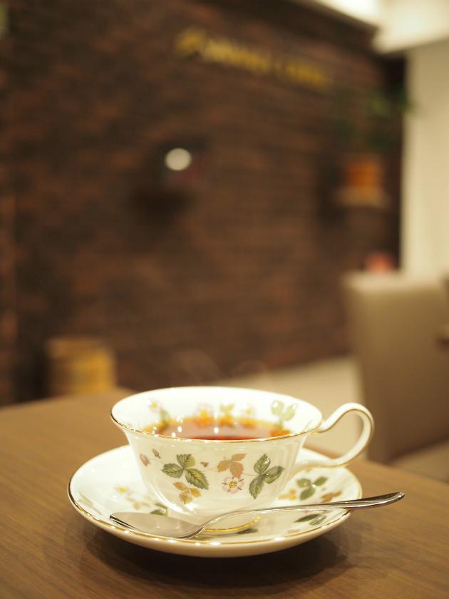 カップ&ソーサーはウェッジウッドのワイルドストロベリーでした。