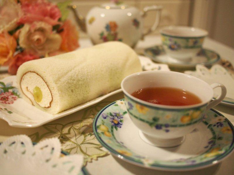 パティスリー モンシェールの「堂島マスカットロール」と紅茶