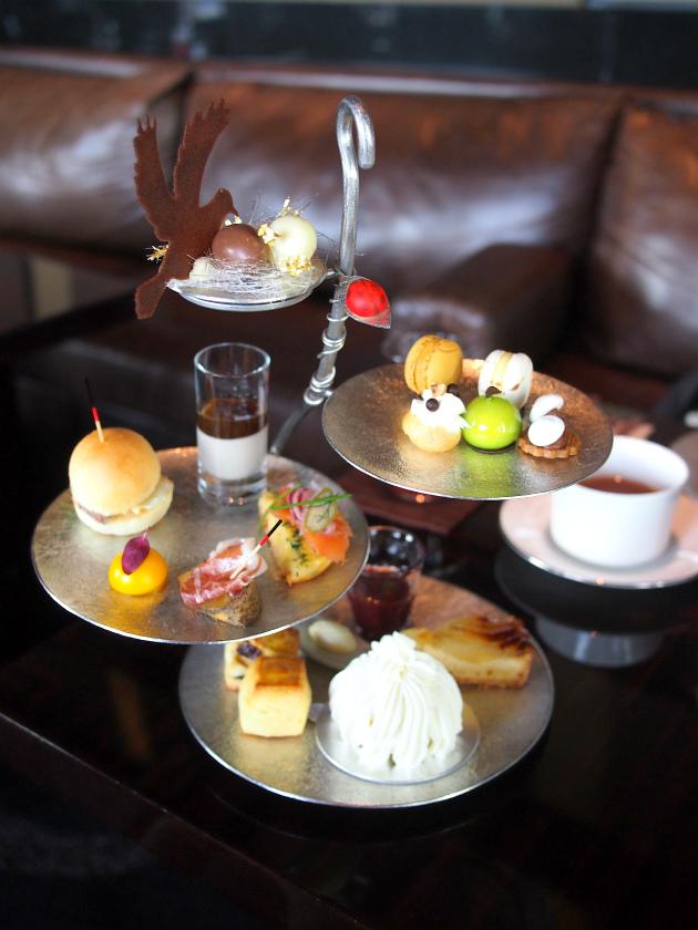 パレスホテル東京「ラウンジバー プリヴェ」1人分のアフタヌーンティーセット。