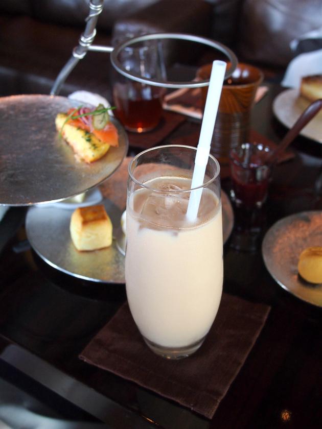 こちらは自家製アイスロイヤルミルクティー。とっても美味しかったです。
