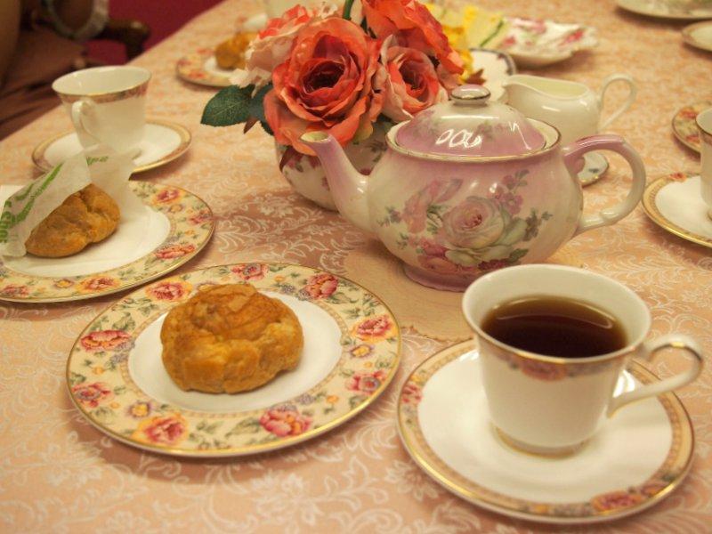 メープルハウスのマロンシューと紅茶