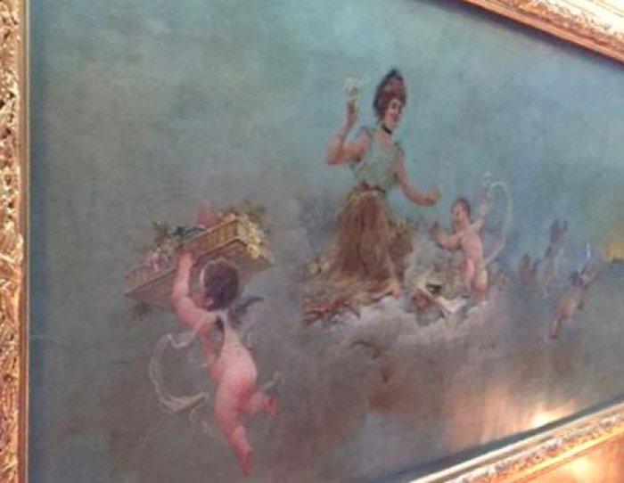 この改装の時にラデュレのシンボルとなる有名なフラスコ画の「パティシエ天使」が天井に描かれました。「パティシエ天使」は現在もラデュレ本店で見ることが出来ます。