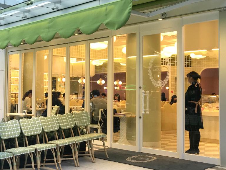 ラデュレ青山店は日本で初めての路面店。2018年3月にオープンしました。
