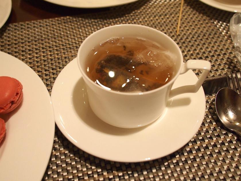 ソーサーで蓋をして、じっくり蒸らしたら、紅茶の風味がきちんと出て、美味しくいただけました。