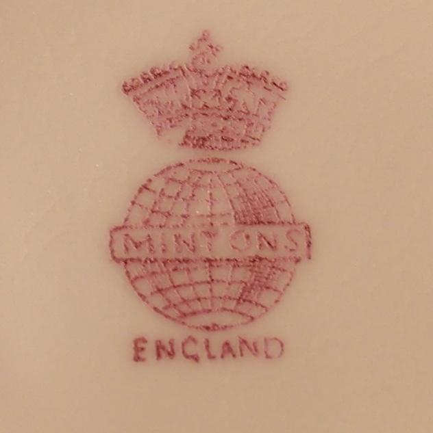 """こちらは1891年~1901年に作られたミントンについているバックスタンプ。1902年から1911年のものは""""ENGLAND""""のところが""""MADE IN ENGLAND""""になっています。"""