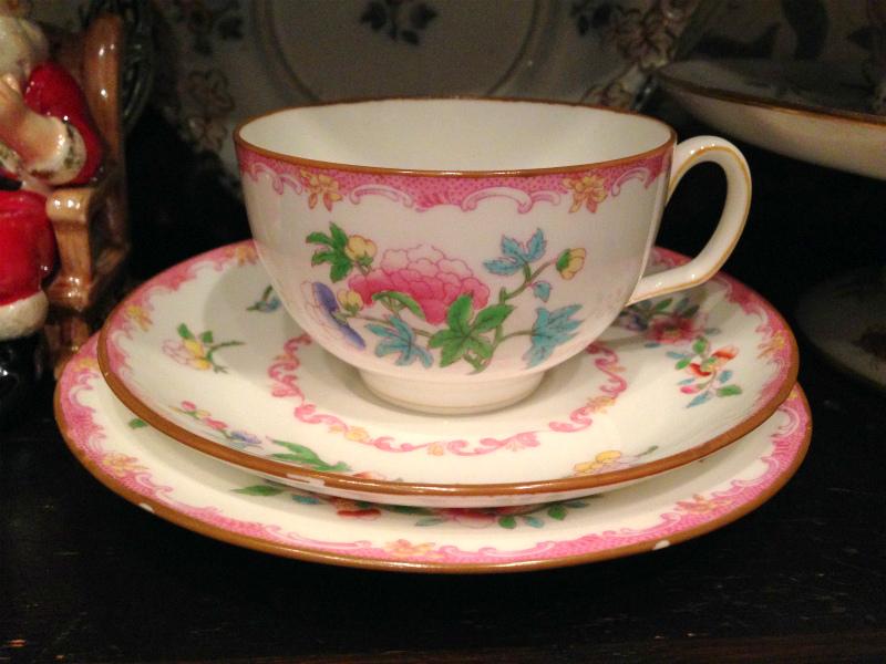 こちらはシノワズリー柄のカップ。