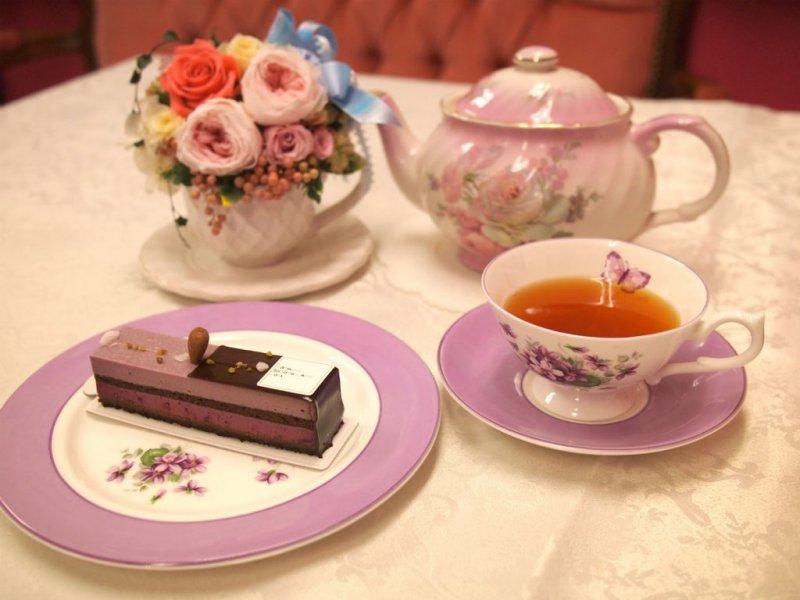 パティスリー・サダハル・アオキ・パリのカシスィエと紅茶
