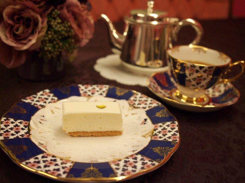 しろたえのレアチーズケーキと紅茶