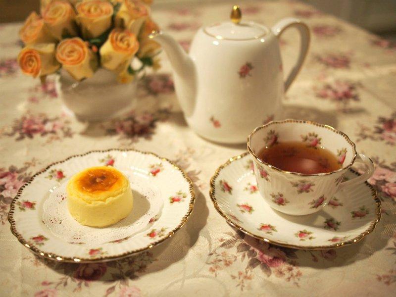 スナッフルズのチーズオムレットと紅茶