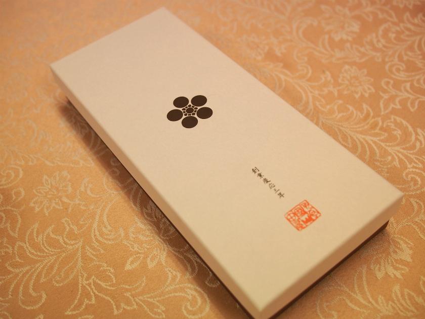 唯一の商品「山田屋まんじゅう」の贈答用パッケージ(10個入り)