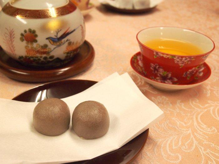 急須は九谷焼、蓋碗は台湾の三希のものです。