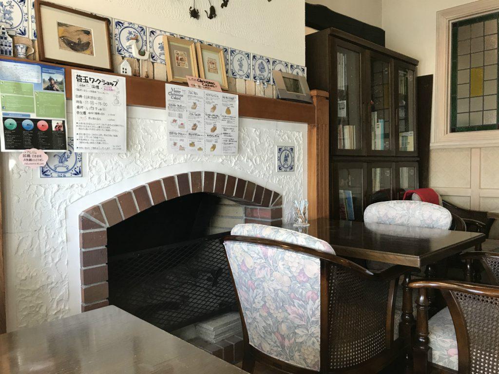 店内には暖炉もありました。