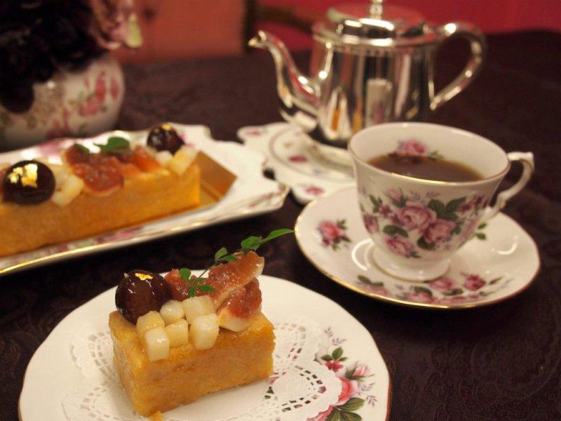 パティスリー パブロフの生パウンドケーキ「ポワールフィグ」と紅茶