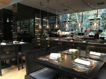 ザ・カフェ by アマンは大手町タワー1F「大手町の森」の中にあります。