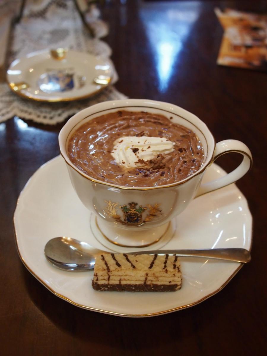 こちらは「カフェ モーツァルト」