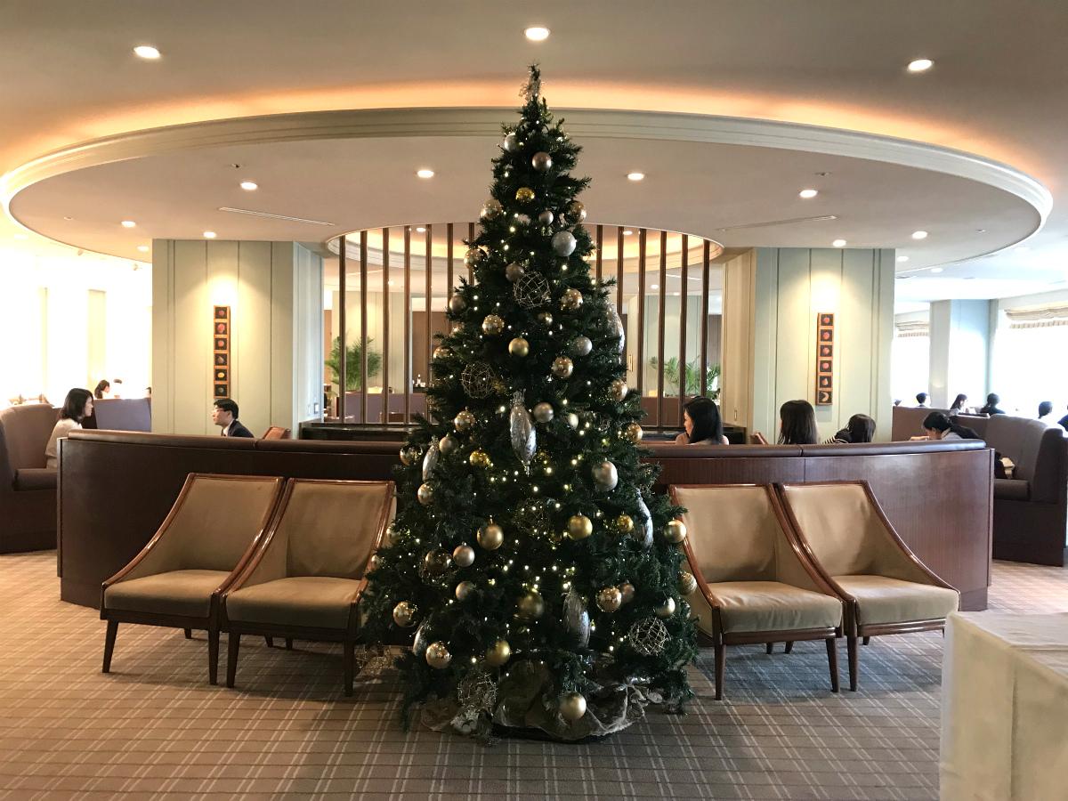 アクアのエントランスに飾られているクリスマスツリー