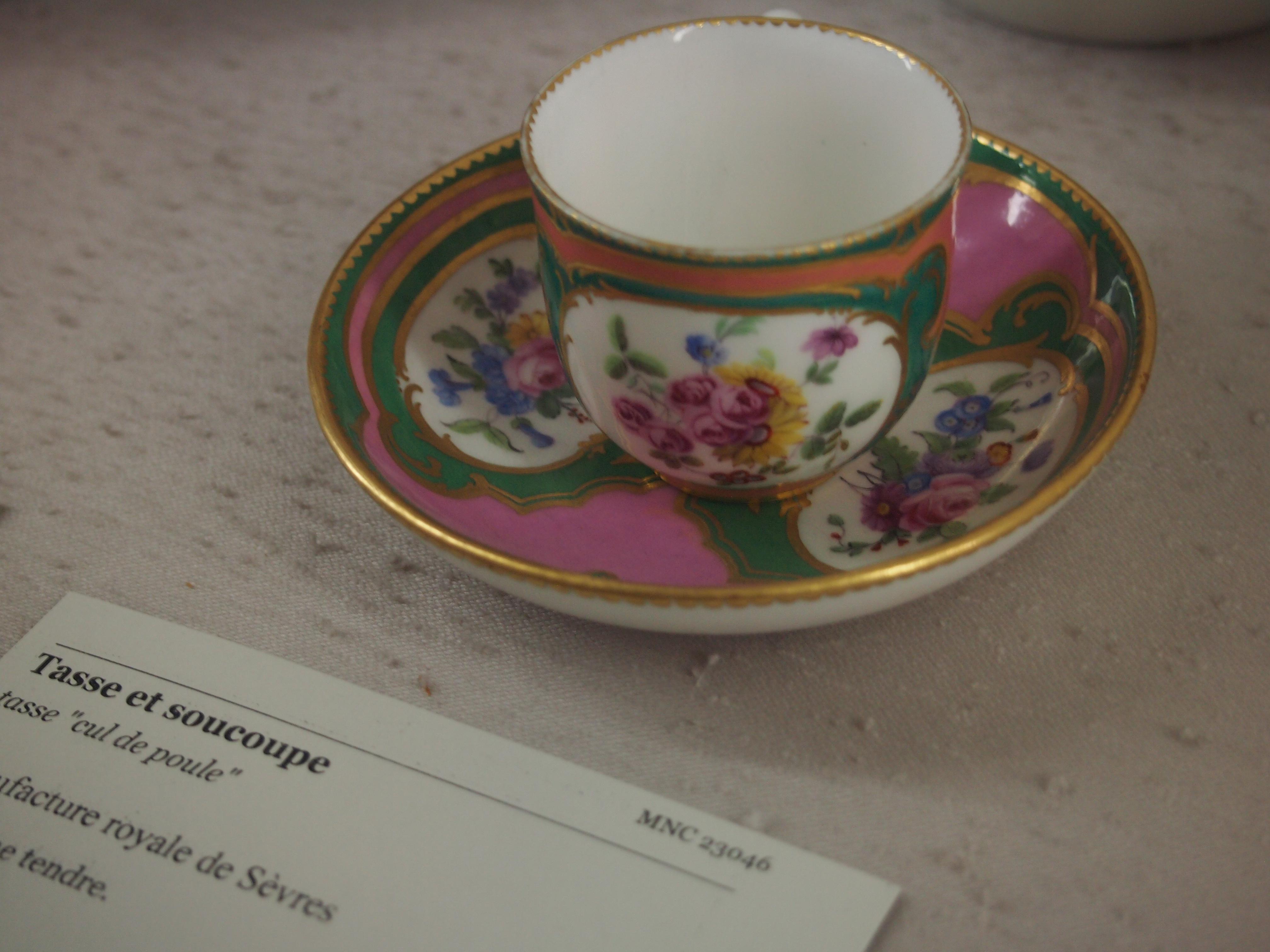 ポンパドゥール夫人が好きだったピンクとはこの色のことかしら?とか想像していると時間があっという間に過ぎてしまいます。