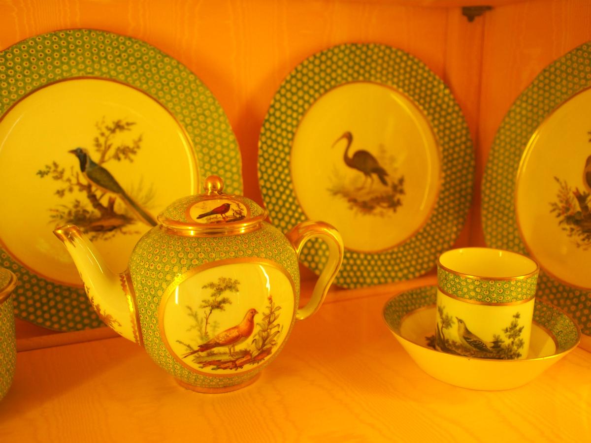 フルセットそろっていたのは、こちらのグリーンの鳥柄の食器。