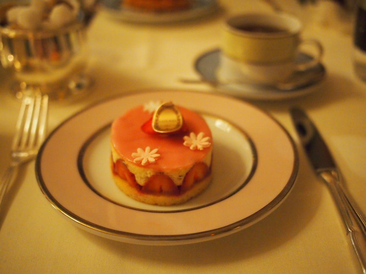 デザートと紅茶もいただきました。
