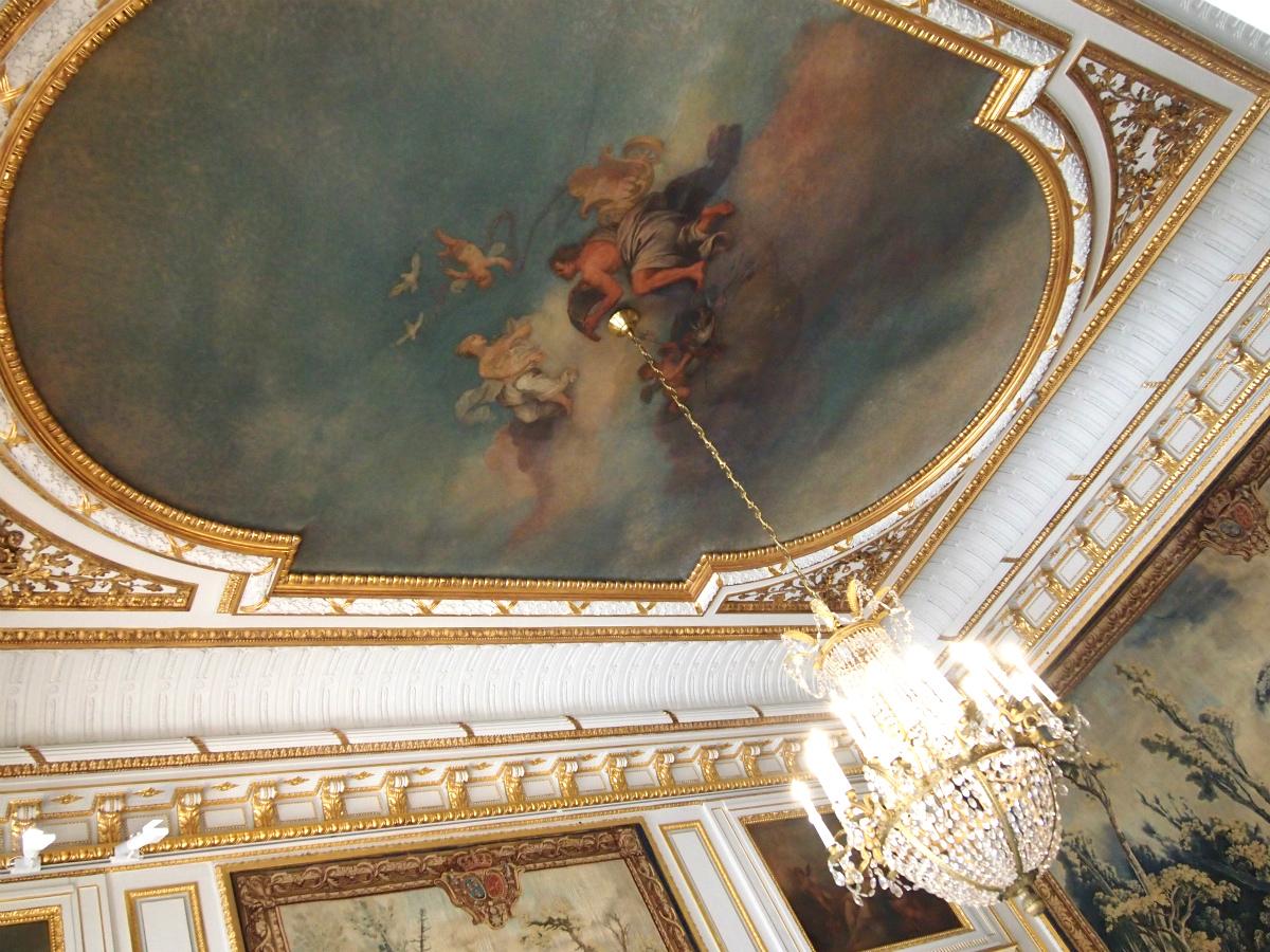 天井画のあるお部屋もいくつもありました。