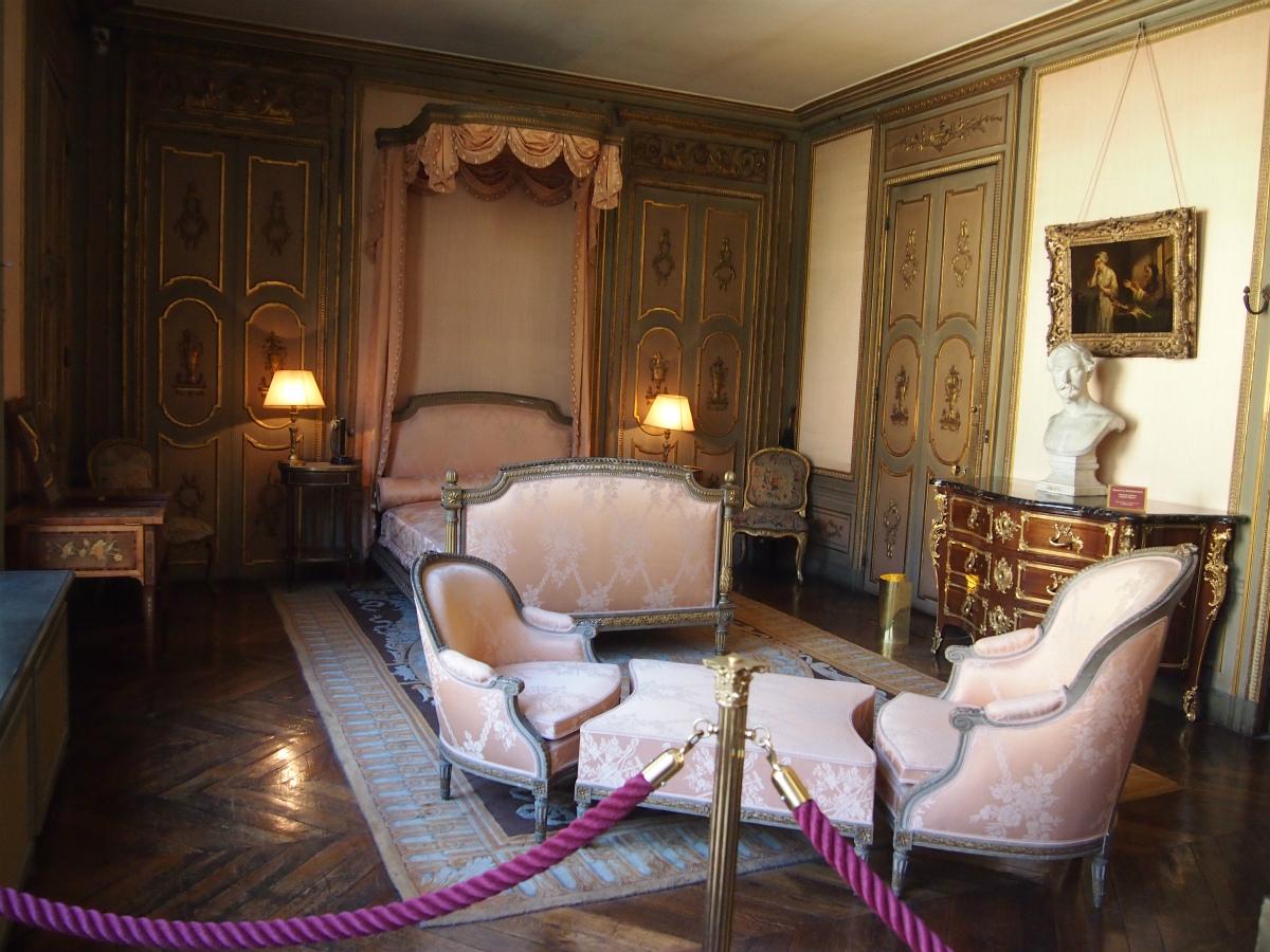 こちらはご主人の寝室。