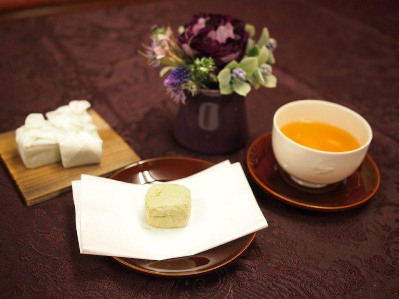 彦根の銘菓 いと重の「埋れ木」と紅茶