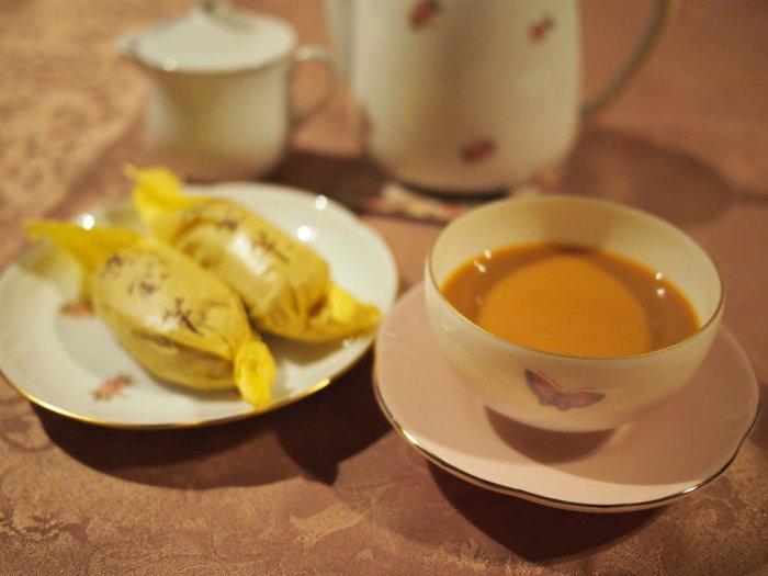 ティーポットと小皿は大倉陶園、湯のみは和光園のものです。