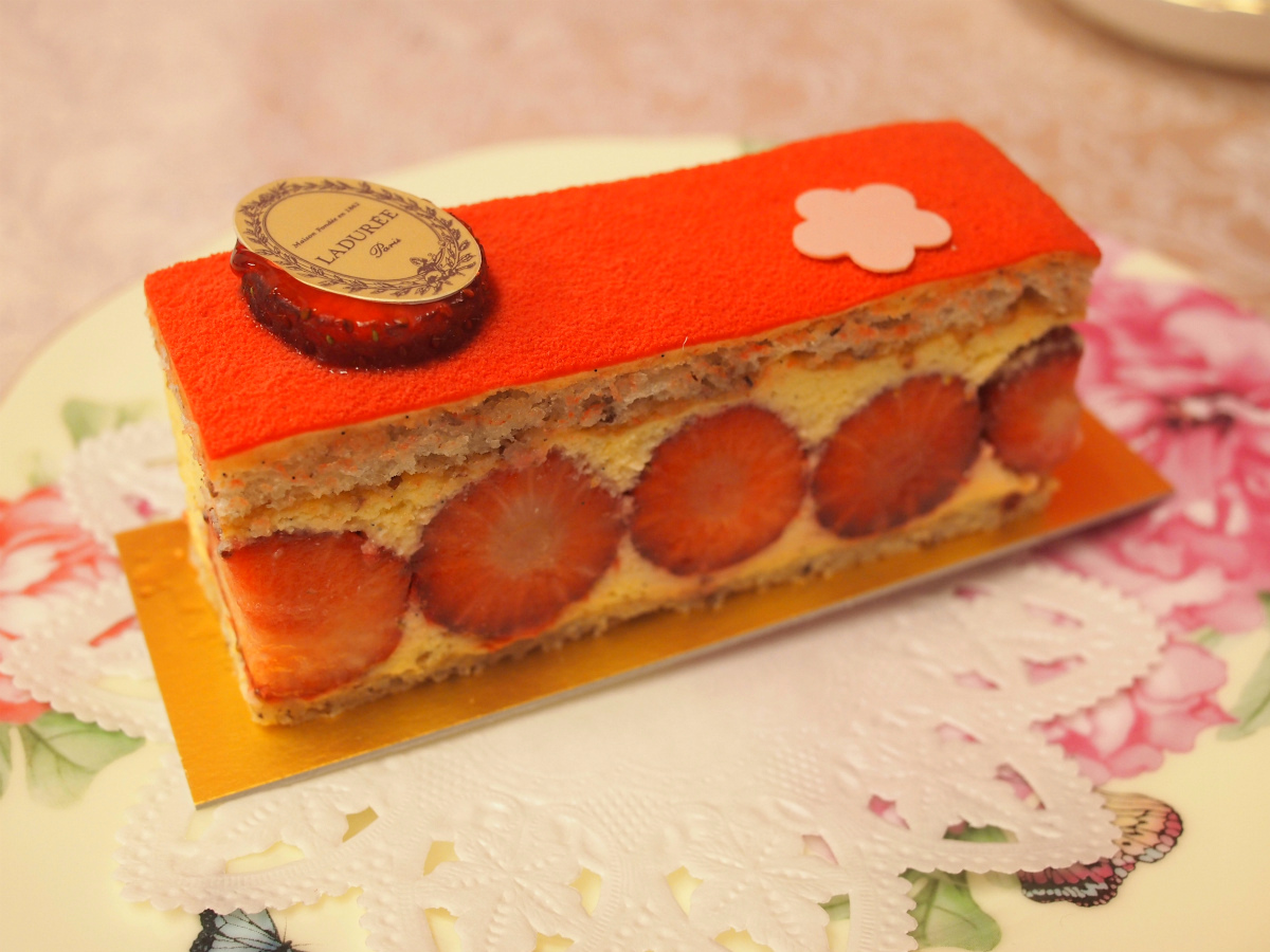 laduree-fraisier-assam-piece