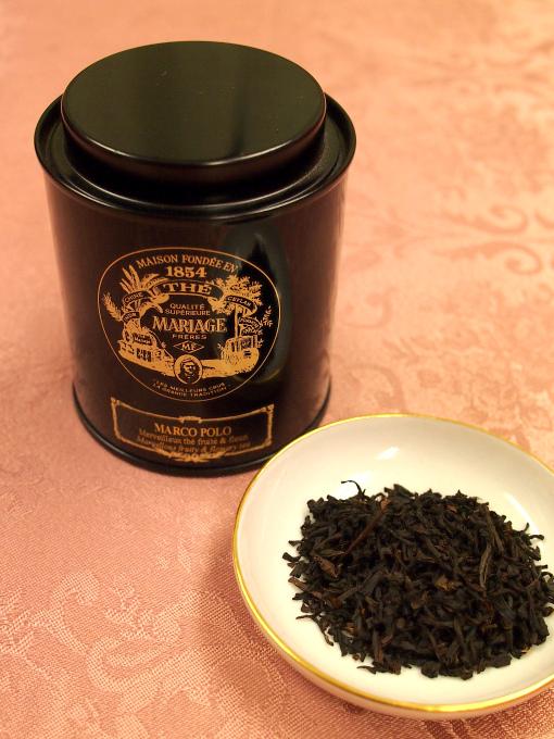 マリアージュフレールの紅茶缶はクラシカルなロゴが素敵です。