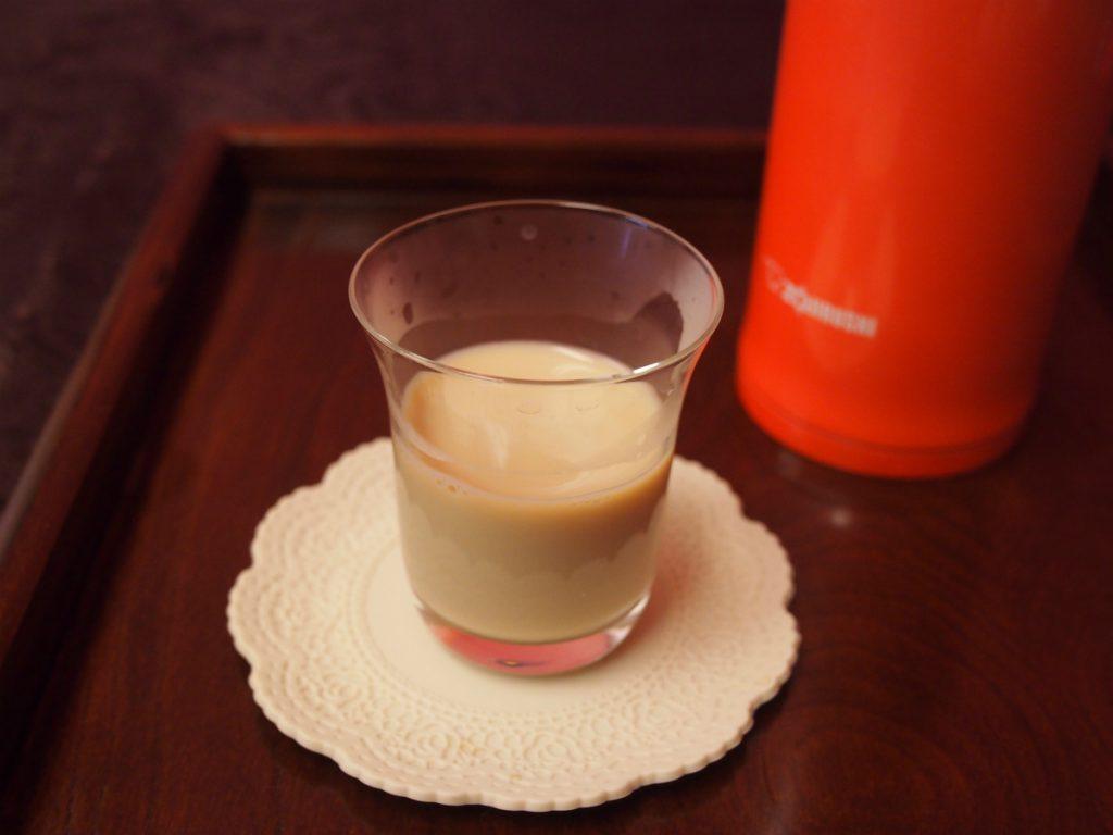 300mlの紅茶に対して30mlの牛乳を入れました。