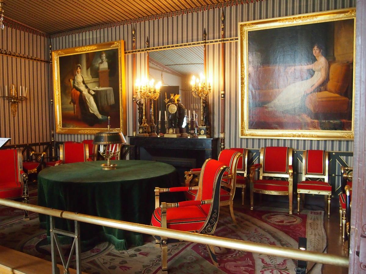 こちらは議会の間。ナポレオンとジョセフィーヌの絵画が飾られています。