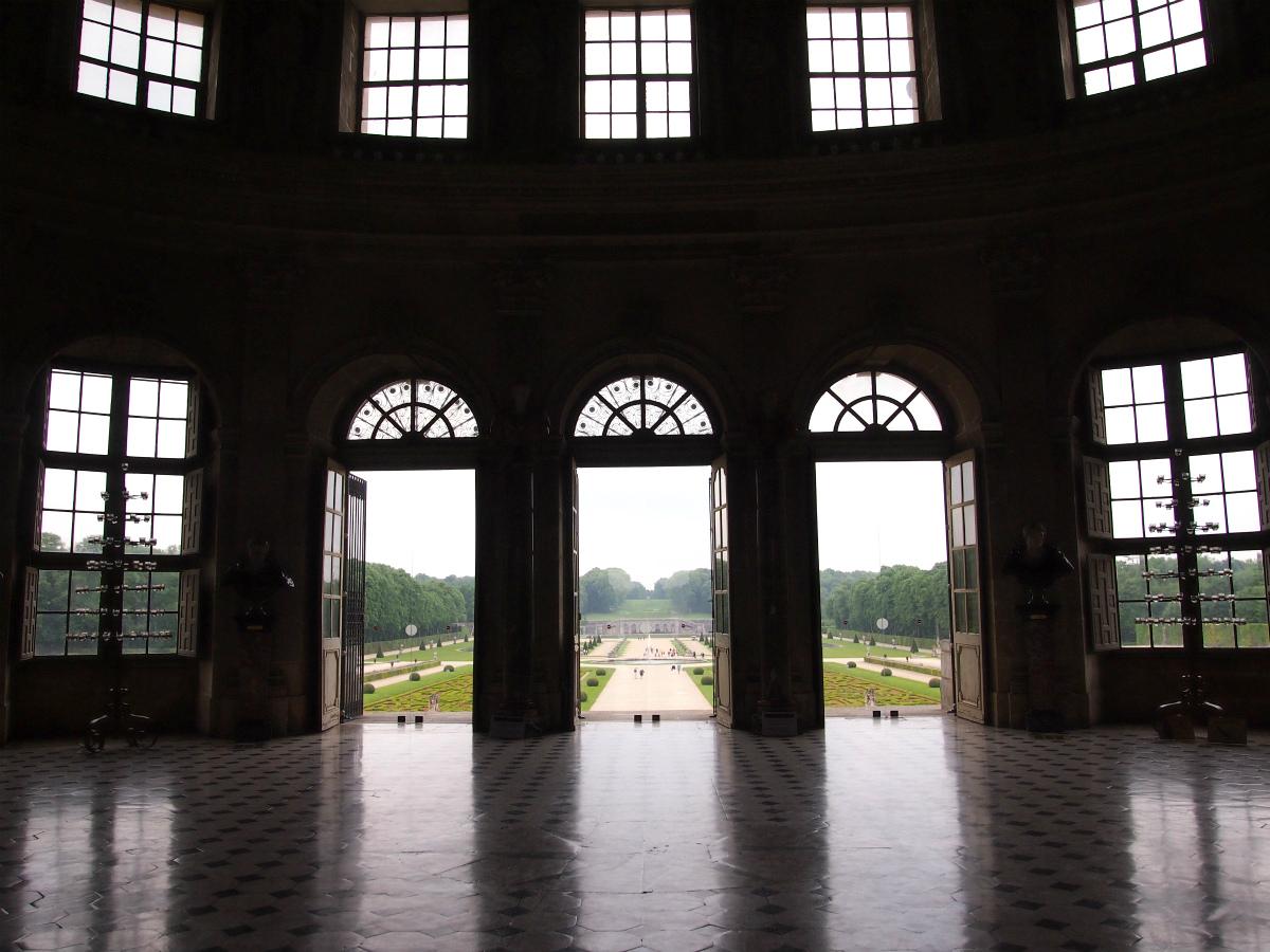 こちらは玄関ホール。きっと、ここで舞踏会が開かれたのでしょうね。