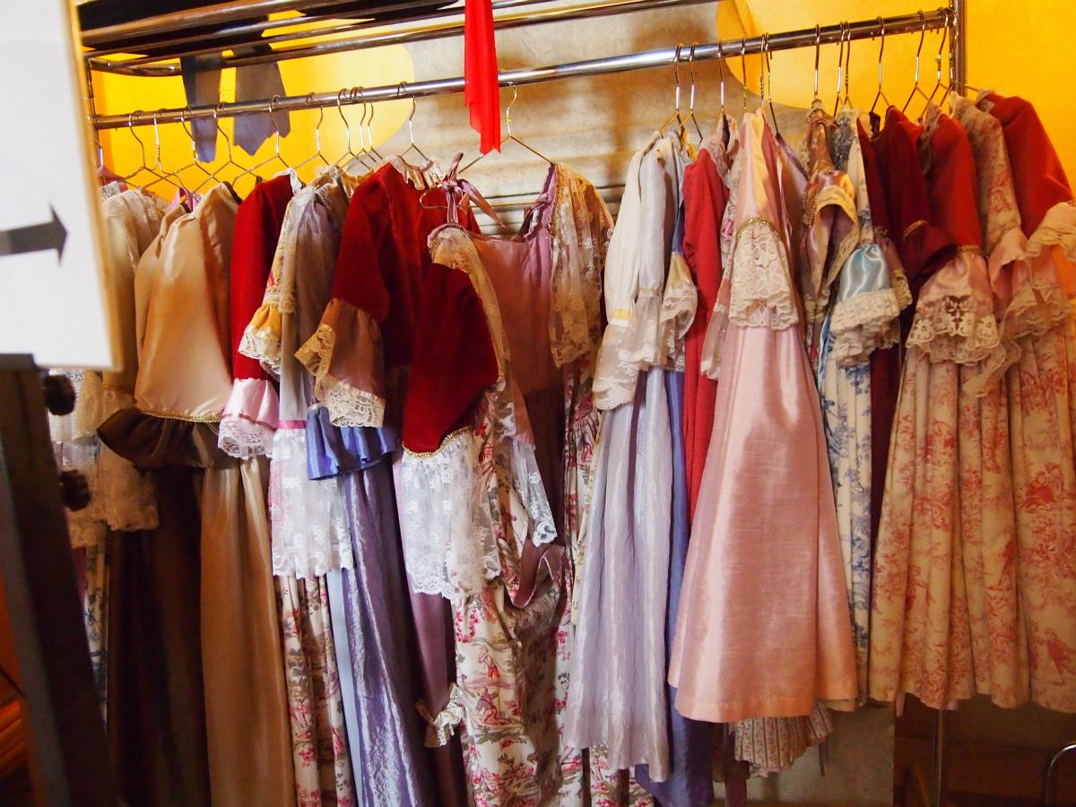ドレスは大人用と子ども用があります。