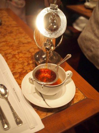 こちらはザ・ペニンシュラ東京ブレンドティー。さっぱりして飲みやすい紅茶でした。