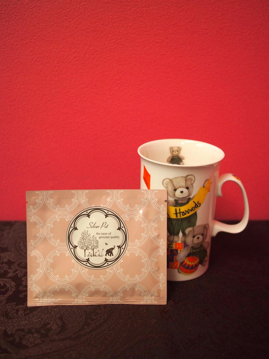 シルバーポットではプチシルバーポットといって、リーフティーが6g入ったパックも売っています。10種類入っているお得なセットもあって、シングルオリジンティー5種類とフレーバーティー5種類で1,545円なので、いろんな紅茶を試したいときにもお友達にプレゼントする時にもいいと思います。