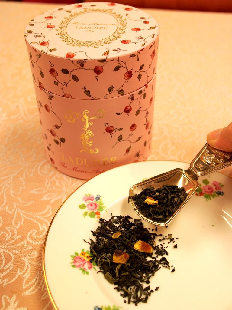 テ・マリー・アントワネットはパッケージも茶葉も華やかで可愛らしいです。