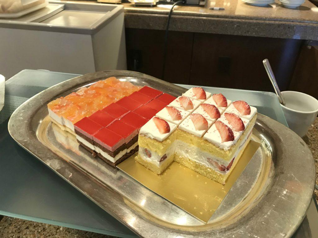 スイーツコーナー。ランチブッフェでもショートケーキがありました。