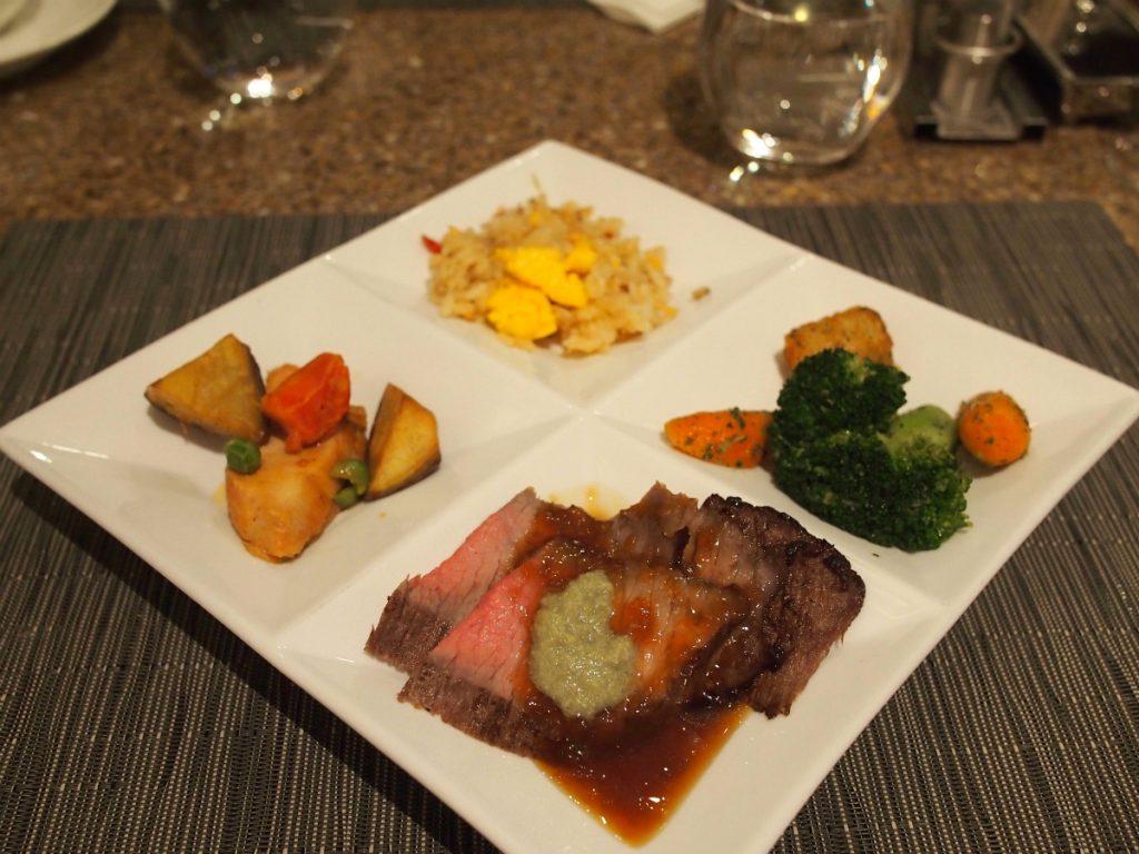 牛ステーキと温菜