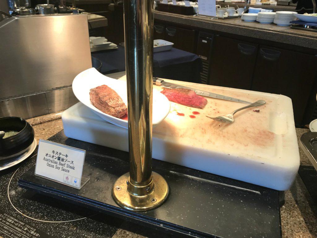 今回は名物のローストビーフではなく、ステーキでした。