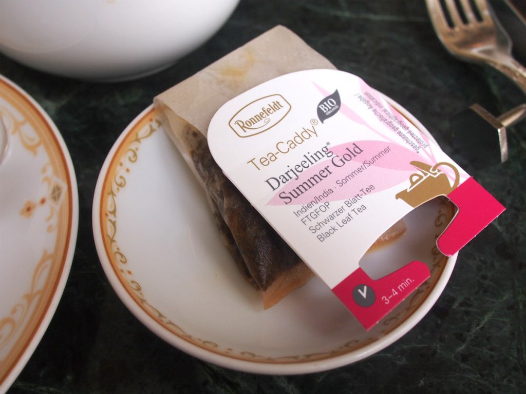 紅茶はロンネフェルトのもの。ティーバッグでも美味しい紅茶です。
