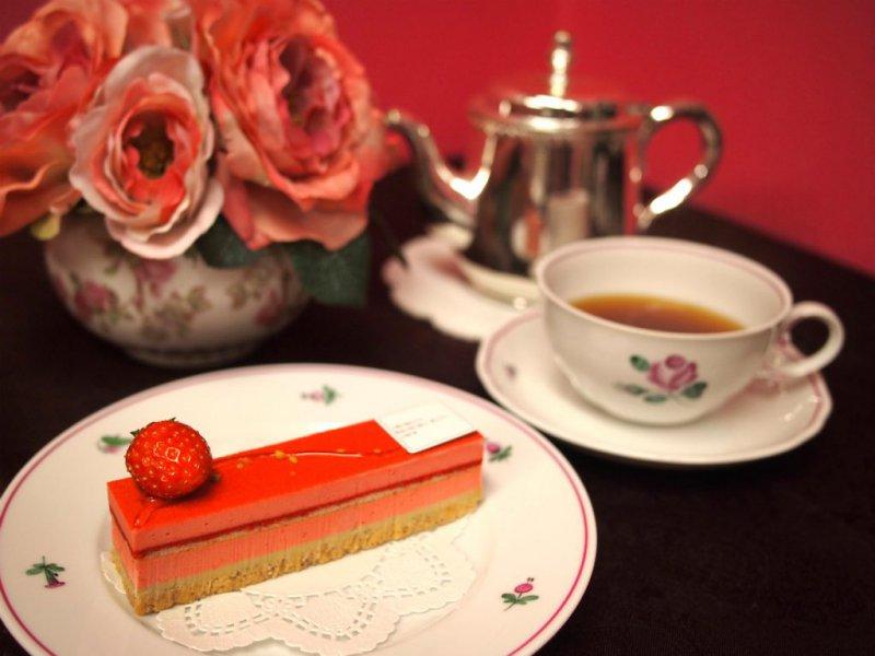 パティスリー・サダハル・アオキ・パリのケーキと紅茶