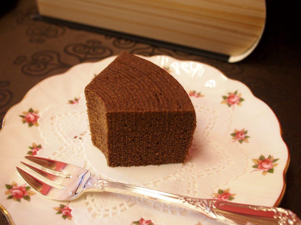 6等分にカットしたチョコバームクーヘン。チョコの風味豊かな美味しいバームクーヘンです。