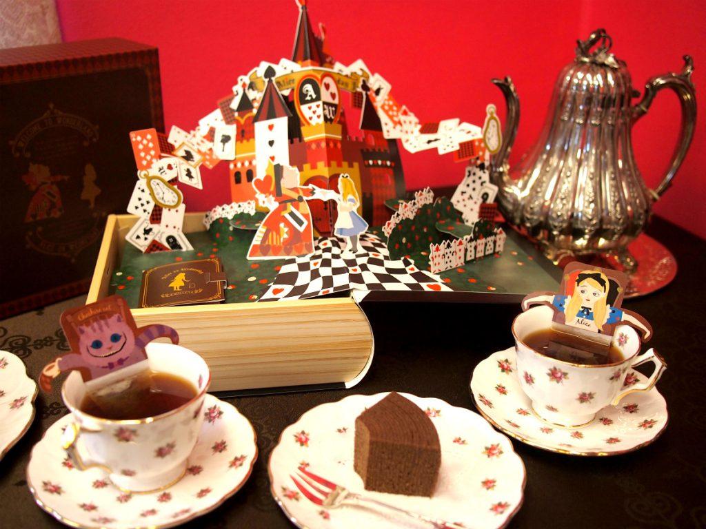 水曜日のアリス「ポップアップBOXチョコレートバウム」と紅茶