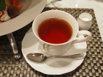 紅茶はセイロンのブレンドティーのようでした。