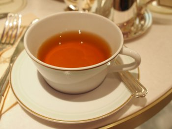 こちらはテ メランジュ スペシャル ラデュレ。 中国とセイロンの紅茶をベースに薔薇、柑橘、バニラ、シナモンが香るフレーバーティー