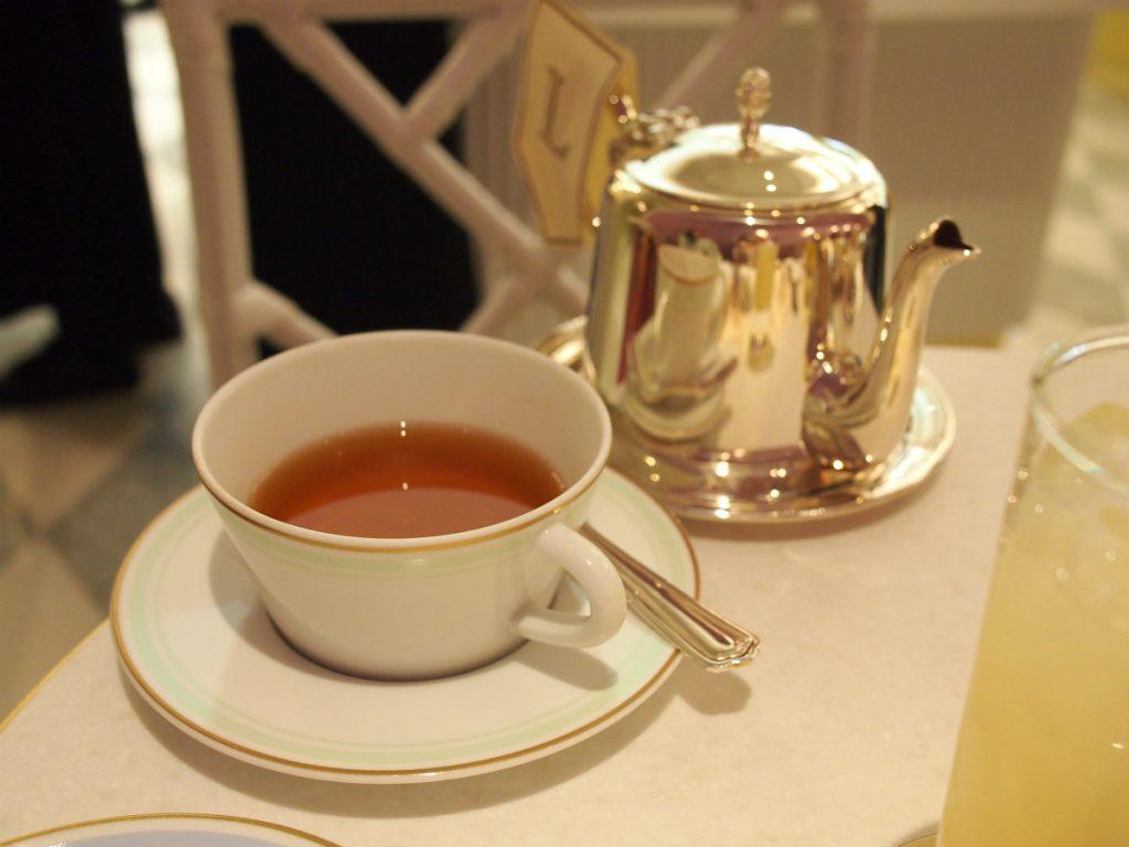 こちらはテ・ウジェニー。 中国の紅茶にチェリー、ラズベリー、赤スグリ、ストロベリーをブレンドした紅茶。