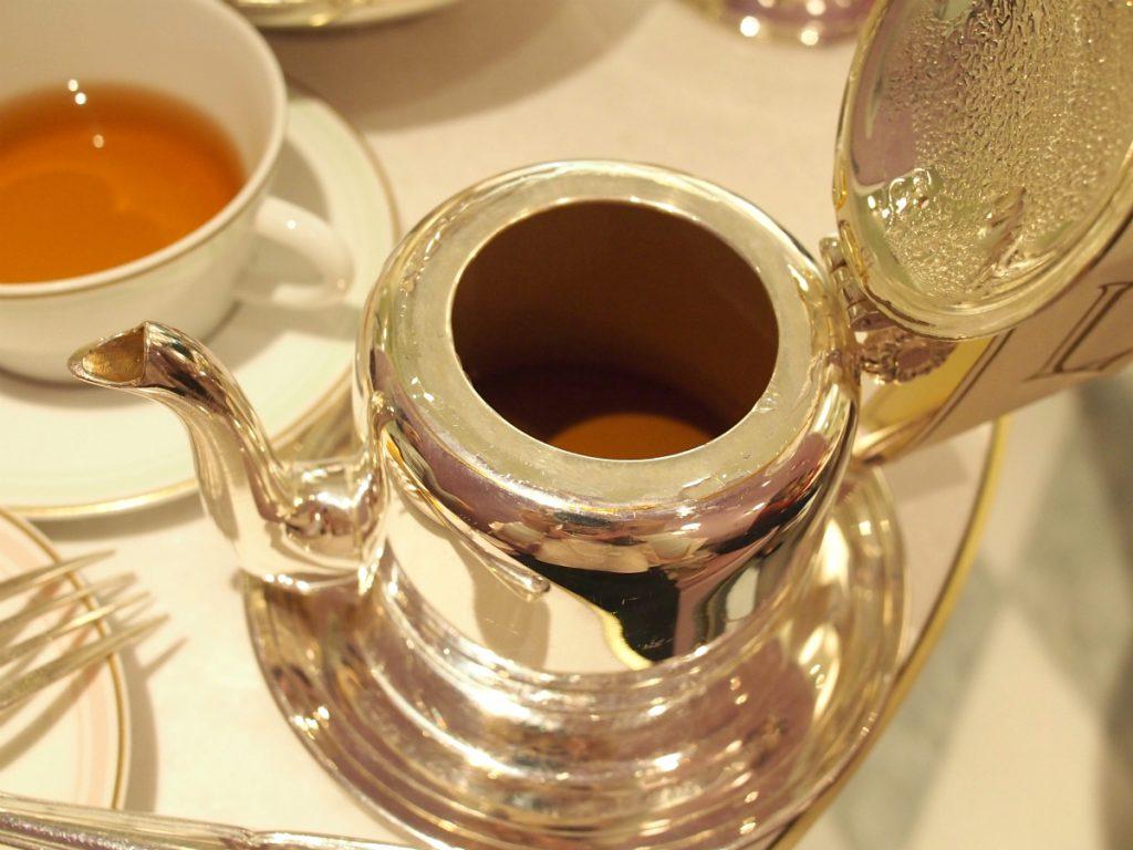 ポットに茶葉は入っていないので、ゆっくり飲んでも渋くなりません。