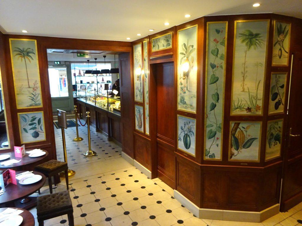 ラデュレ ボナパルト店の1Fはシノワズリーな内装
