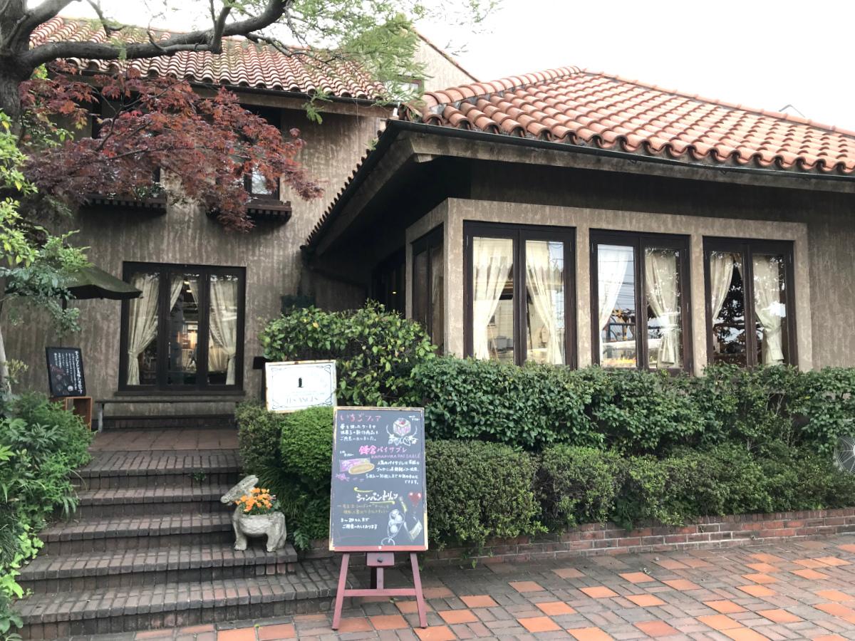 駅のすぐそばとは思えない素敵な佇まいのレ・ザンジュ鎌倉本店。