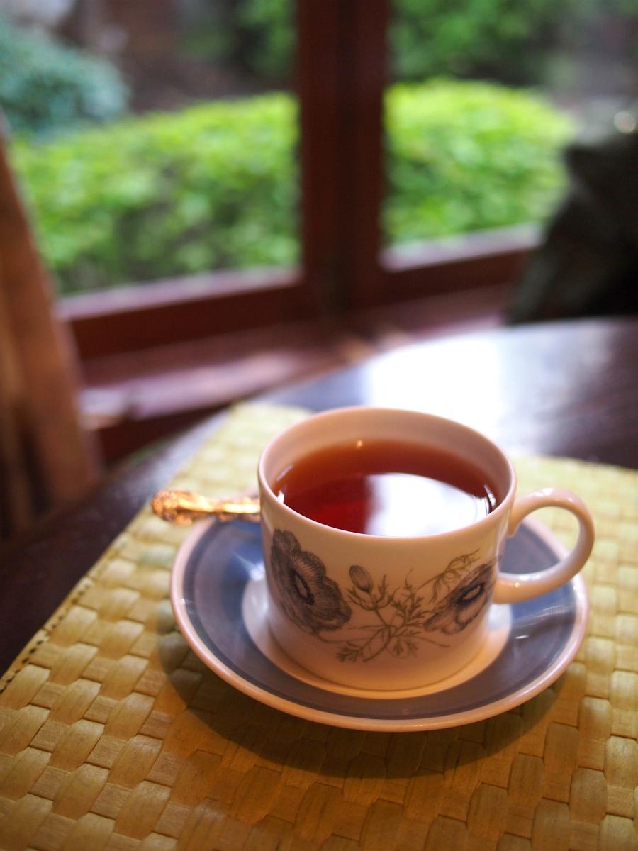 紅茶はTeejのものでした。